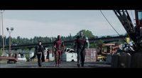 Clip de la película 'Deadpool' dos chicas un puñetazo
